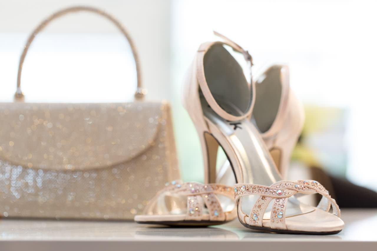Schuhe und Tasche zum Brautkleid