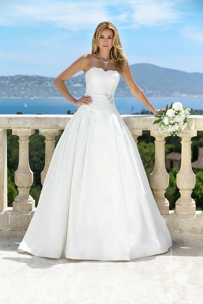 Brautkleid mit spitze corsage
