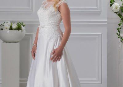 miss-emily-kollektion-2018-tres-chic-plus-size-brautmode-brautkleid-hochzeitskleid (28)