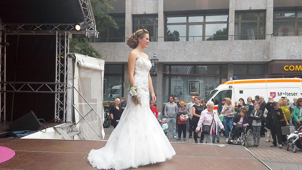 Unser Brautkleid auf dem Neusser Hansefest September 2015