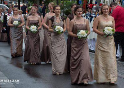 schuetzenfest-kaarst-2016-kleider-koennigin-ministerin-hofdamen (1)