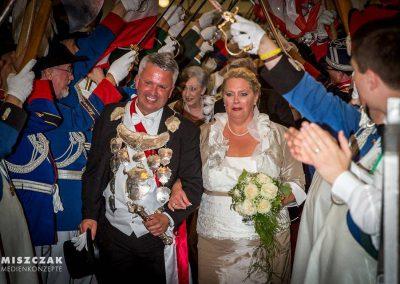 schuetzenfest-kaarst-2016-kleider-koennigin-ministerin-hofdamen (13)