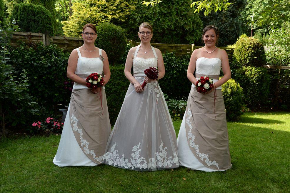 Schützenfest Beeck (Wegberg) – Schützenkönigin und Ministerinnen in Kleidern von Gerry´s Braut- und Festmoden