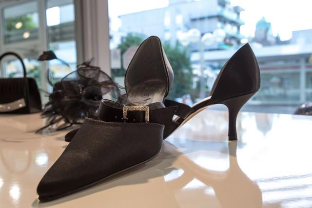 Zu einem Traumkleid gehören auch passende Schuhe - Gerrys Brautmoden und Festmoden in Neuss
