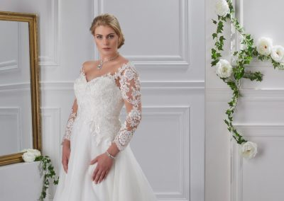 miss-emily-kollektion-2018-tres-chic-plus-size-brautmode-brautkleid-hochzeitskleid (34)