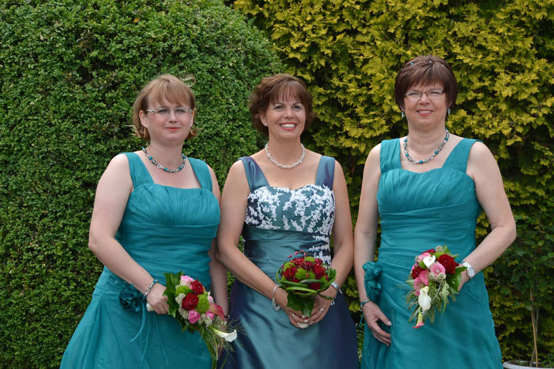 Schützenfest Kuckum – Die Königin und ihre Ministerinnen in unseren Kleidern