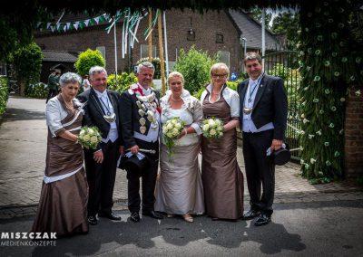 schuetzenfest-kaarst-2016-kleider-koennigin-ministerin-hofdamen (10)