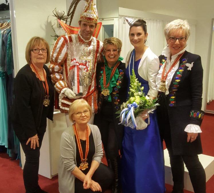 Düsseldorfer Karneval 2019: Gerrys Braut- und Festmoden stattet Venetia Sabine aus