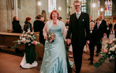 In zartem Pastellgrün in den Hafen der Ehe